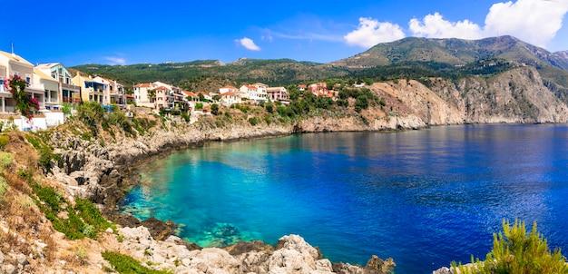 Bela vila costeira de assos em kefalonia, ilhas jônicas da grécia