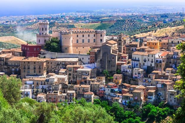 Bela vila medieval corigliano calabro na calábria, itália