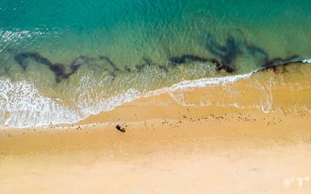 Bela vista aérea da praia do mar, wando, coréia do sul.