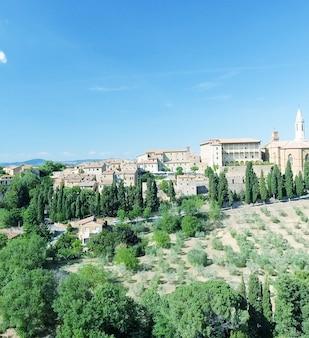 Bela vista aérea de pienza, cidade medieval da toscana na colina.