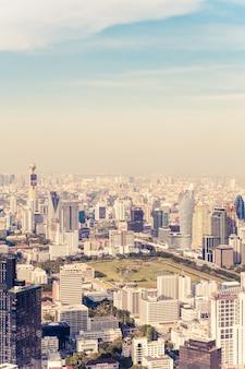 Bela vista da cidade com arquitetura e construção em bangkok