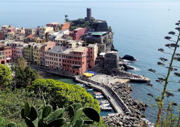 Bela vista da cidade italiana no dia ensolarado