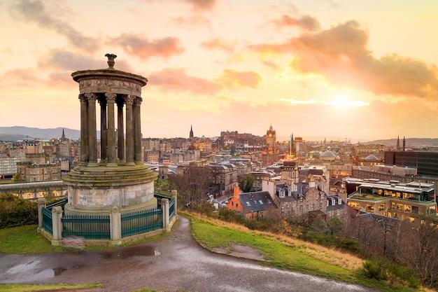 Bela vista da cidade velha de edimburgo