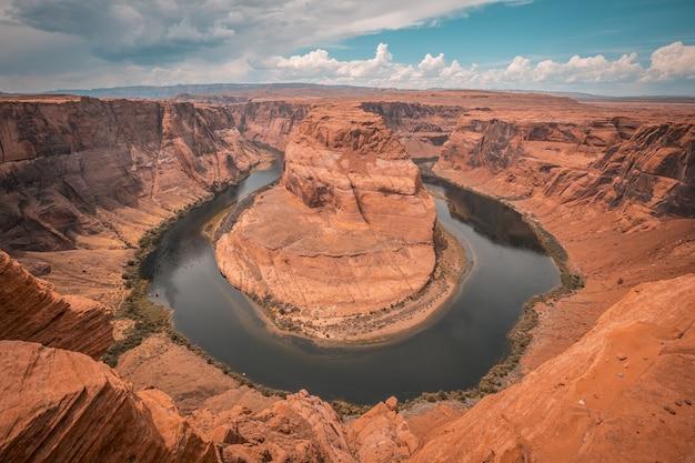 Bela vista da curva da ferradura e do rio colorado no arizona, eua