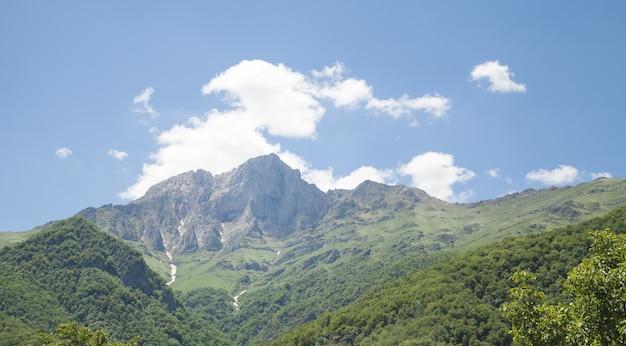 Bela vista da montanha khustup na armênia