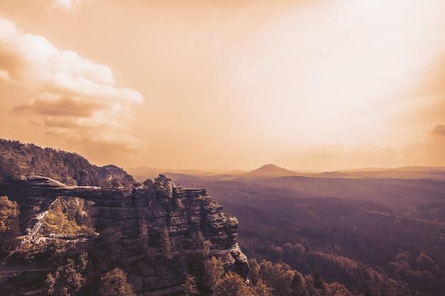 Bela vista da paisagem da montanha