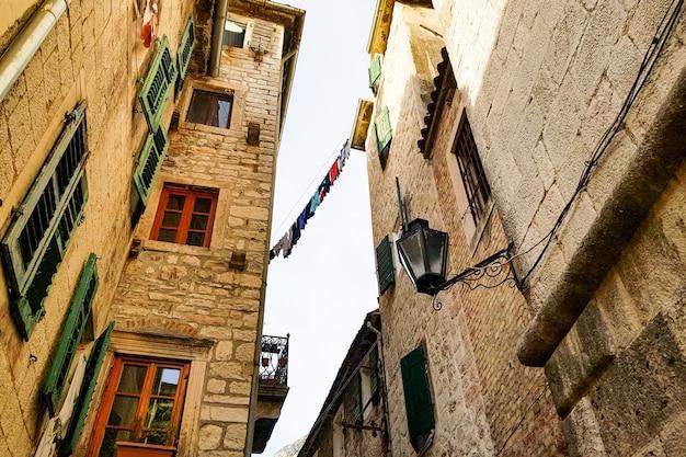 Bela vista das fachadas de antigos palácios