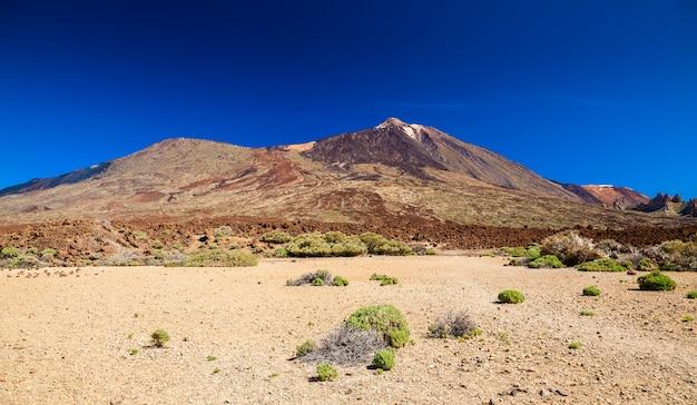 Bela vista deserta do parque nacional las canadas com o monte teide, tenerife, espanha