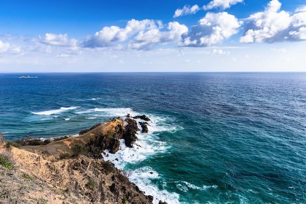Bela vista do cabo byron bay da trilha de caminhada. nova gales do sul, costa leste da austrália.