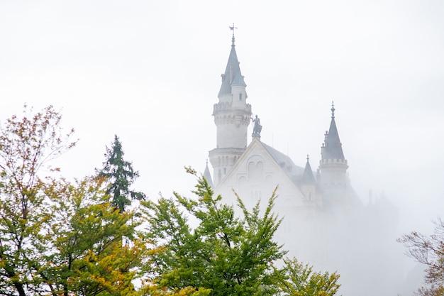 Bela vista do castelo de neuschwanstein, alemanha