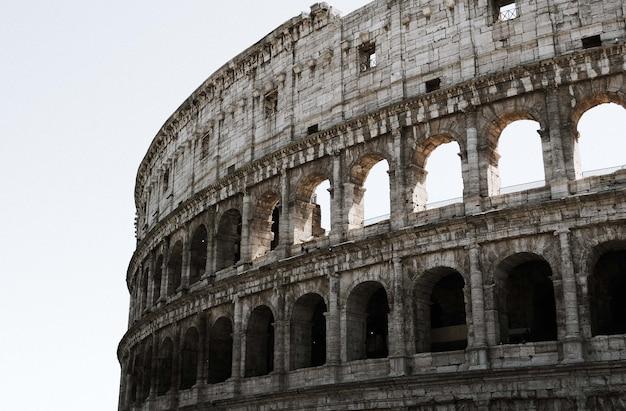 Bela vista do coliseu em roma, itália