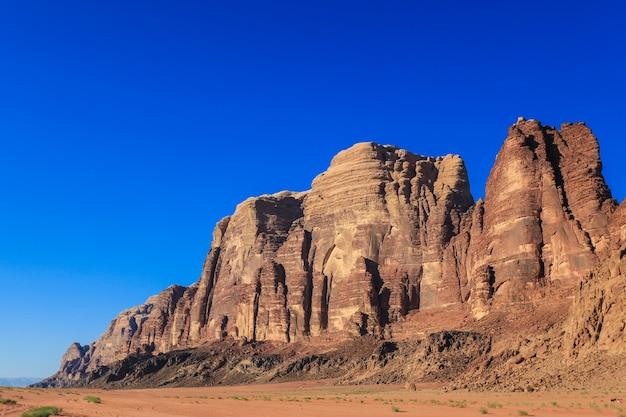 Bela vista do deserto de wadi rum no reino hachemita da jordânia, também conhecido como vale da lua.
