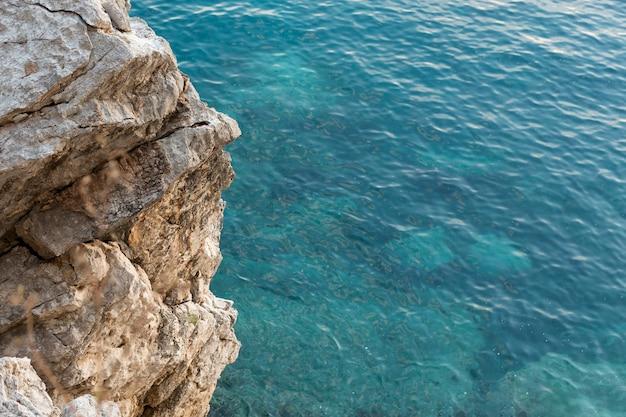 Bela vista do mar em montenegro