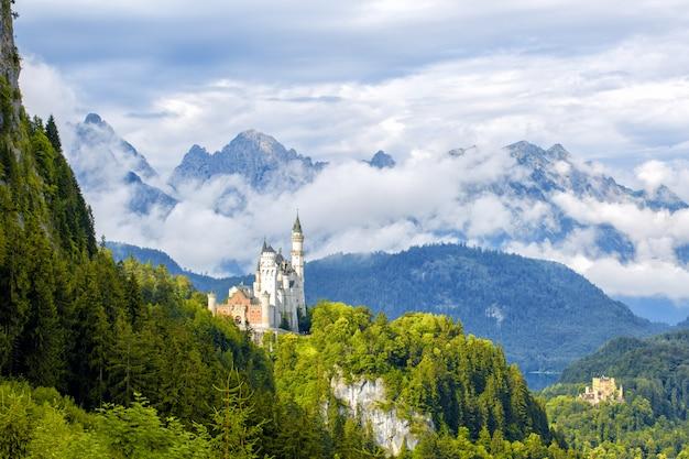 Bela vista do mundialmente famoso castelo neuschwanstein