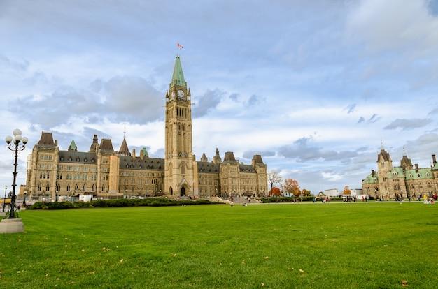 Bela vista do parlamento canadense em ottawa, canadá