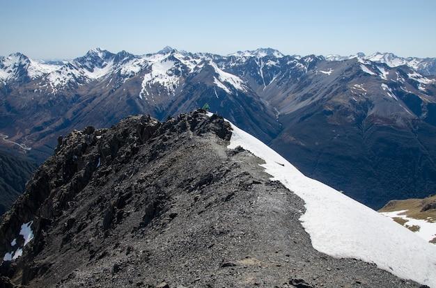 Bela vista do pico avalanche, arthur's pass, nova zelândia