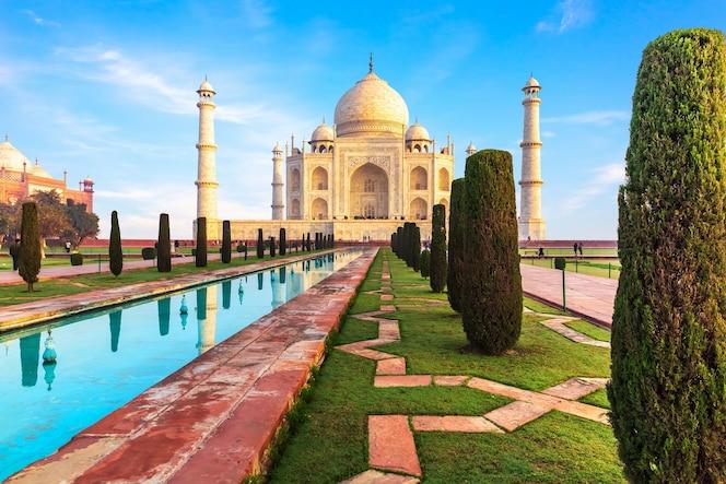 Bela vista do taj mahal em agra, uttar pradesh, índia.