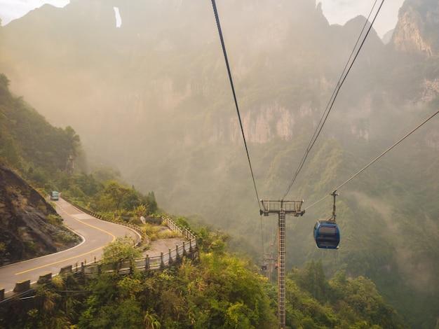 Bela vista do teleférico para a montanha tianmen