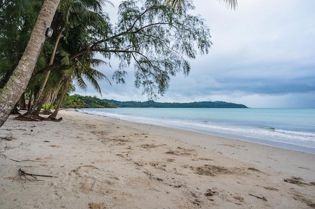 Bela vista idílica da paisagem marinha na ilha kohkood em viagens de baixa temporada. koh kood, também conhecido como ko kut, é uma ilha no golfo da tailândia