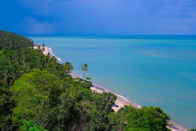 Bela vista linda grande à beira-mar na tailândia