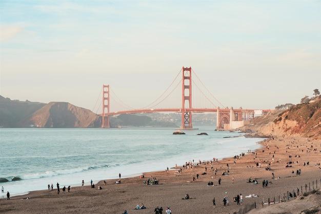 Bela vista matinal da golden gate bridge, são francisco, eua