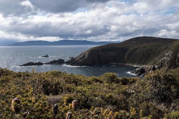 Bela vista no topo do cape bruny lighthous no parque nacional south bruny