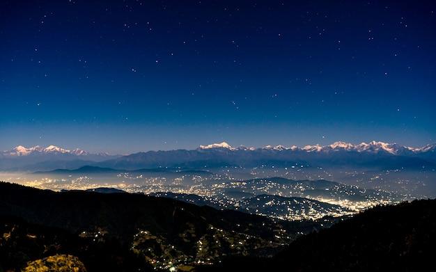 Bela vista noturna do vale de kathmandu