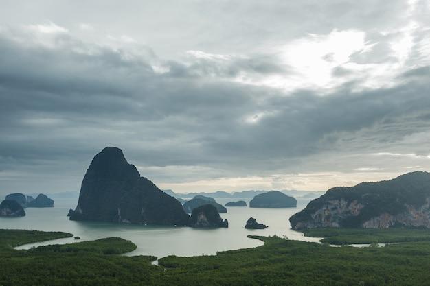 Bela vista panorâmica da baía phang nga