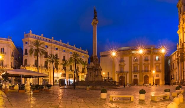 Bela vista panorâmica da piazza san domenico e da coluna da imaculada conceição em palermo à noite, sicília, sul da itália