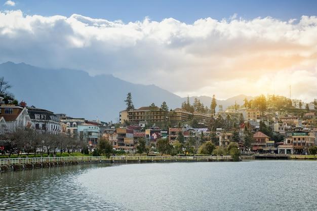 Bela vista sapa vale vietnã panorama no nascer do sol de manhã com beleza nuvem