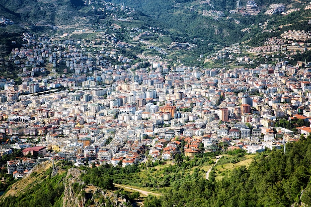 Bela vista superior do edifício denso da cidade resort.