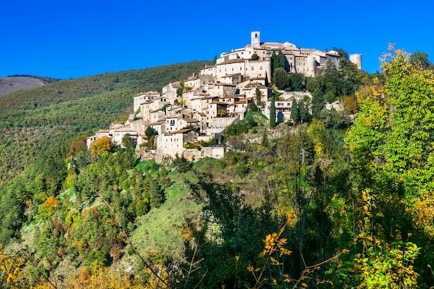Belas aldeias da itália, labro em cores de outono. província de rieti