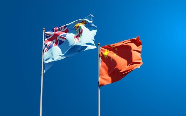 Belas bandeiras do estado nacional de fiji e china juntos no céu. conceito de arte 3d.