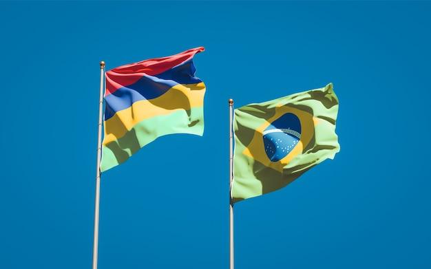 Belas bandeiras dos estados das ilhas maurício e do brasil juntas no céu azul