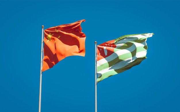 Belas bandeiras estaduais da abkházia e da china juntas