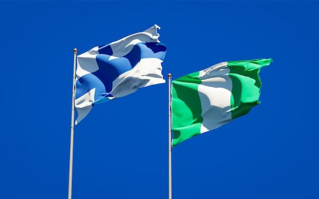 Belas bandeiras estaduais da finlândia e da nigéria juntas no céu azul