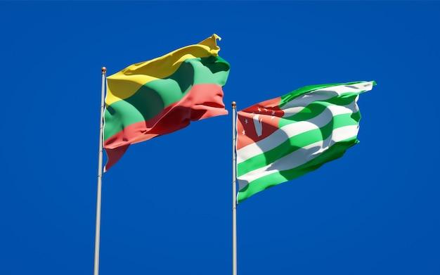 Belas bandeiras estaduais da lituânia e da abkházia juntas