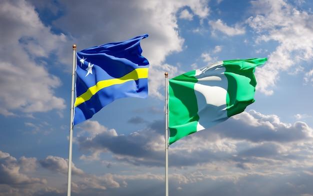 Belas bandeiras estaduais da nigéria e curaçao juntas no céu azul