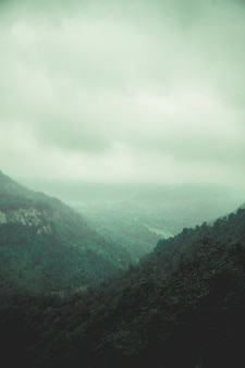 Belas colinas e céus