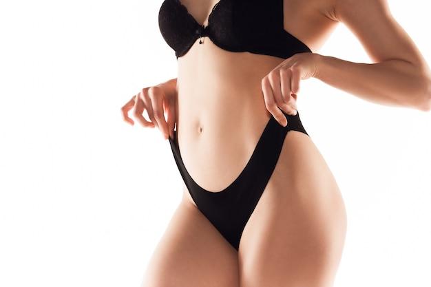 Belas costas femininas e bumbum isolado no fundo branco