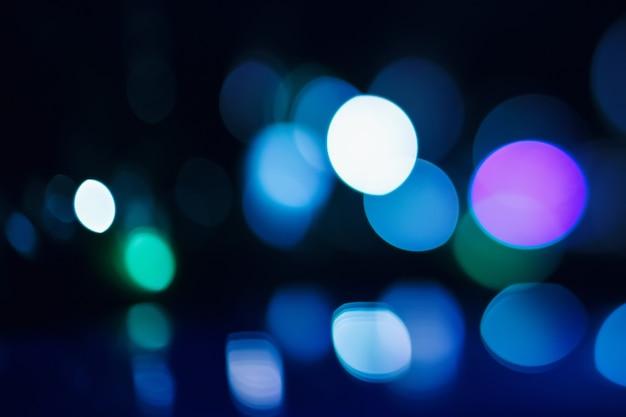 Belas luzes de bokeh em fundo escuro