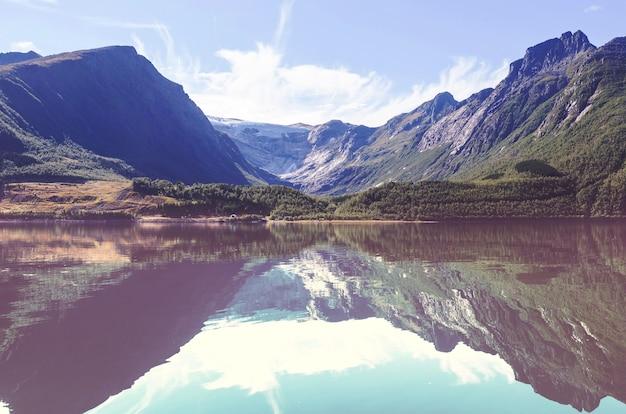 Belas montanhas naturais, paisagens de norwey