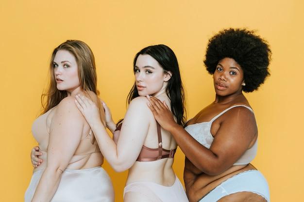 Belas mulheres curvilíneas com boa imagem corporal