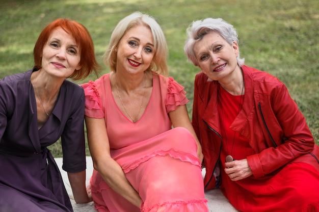 Belas mulheres idosas juntas