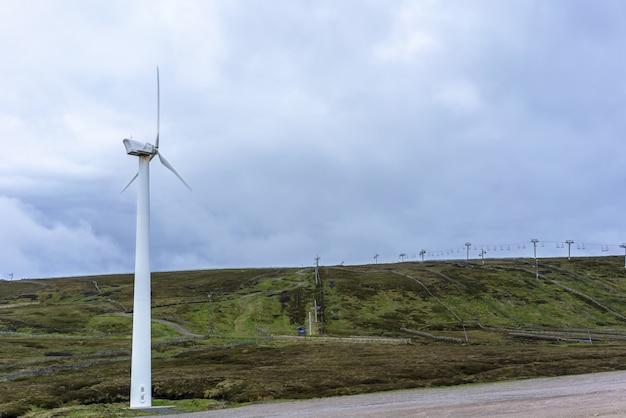 Belas paisagens ao longo do caminho de viagem de inverness a aviemore, na escócia