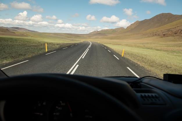 Belas paisagens da islândia durante a viagem