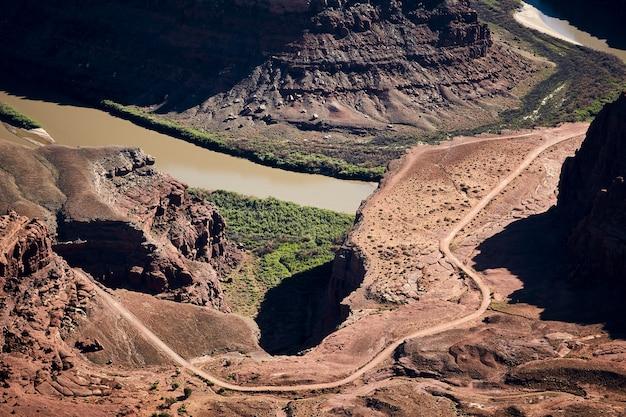 Belas paisagens de um desfiladeiro no parque estadual dead horse point, utah, eua