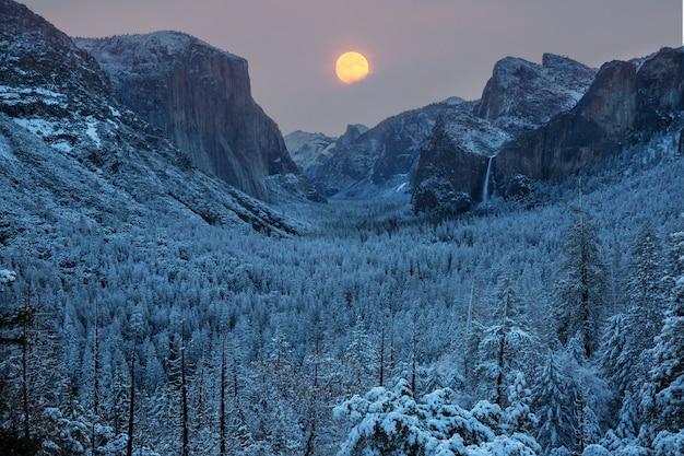 Belas paisagens do parque nacional de yosemite, califórnia