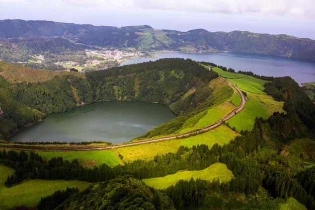 Belas paisagens nos açores portugal natureza tropical na ilha de são miguel açores