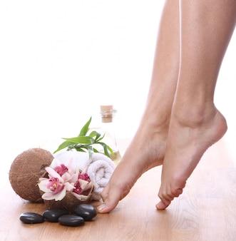 Belas pernas e diferentes itens de spa